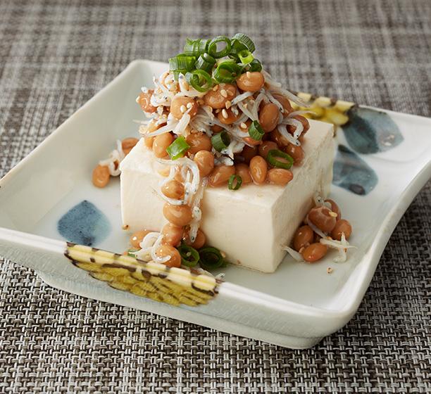 納豆かけ豆腐 | おいしい骨づくりレシピ RECIPE | コツコツ骨ラボ